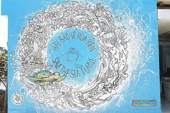 Thông điệp kêu gọi Bảo vệ Rùa biển trong một bức họa tại Đảo Bé