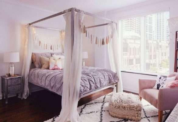 Gam màu thạch anh hồng và tím mang lại vẻ nữ tính, duyên dáng cho phòng ngủ của những cô gái trẻ trung, hiện đại.