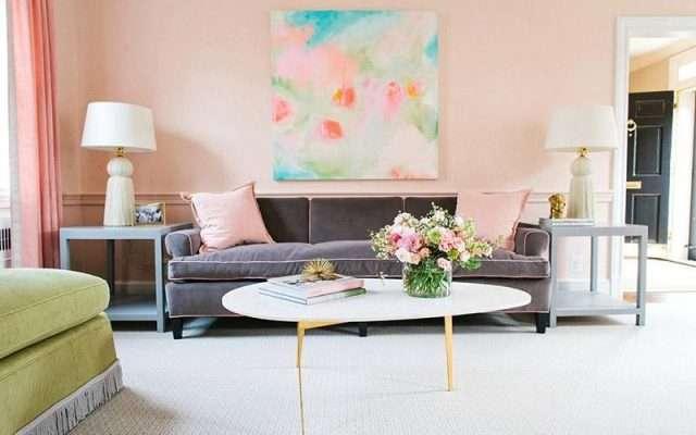 Những chiếc gối vào gam màu nhẹ nhàng này sẽ trở thành một điểm nhấn cho bộ ghế sofa của không gian phòng khách.
