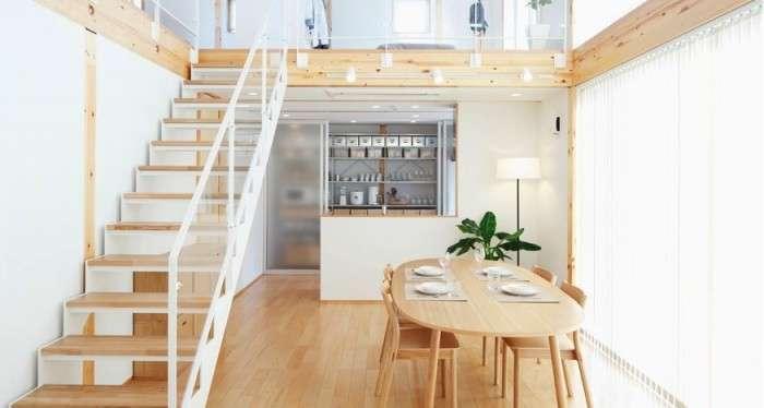 Các tấm gỗ trên trần nhà và tường được dùng với hình thức đơn giản nhất. Các tấm kính cũng được dùng như lan can xung quanh căn hộ để ánh sáng tràn ngập vào không gian