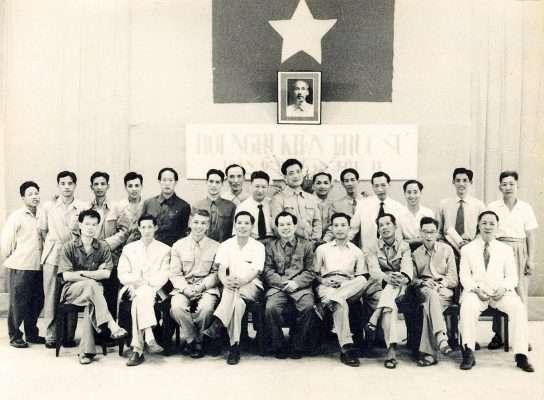Các KTS dự hội nghị KTS Việt Nam lần thứ II, ngày 26,27 – 4 – 1975