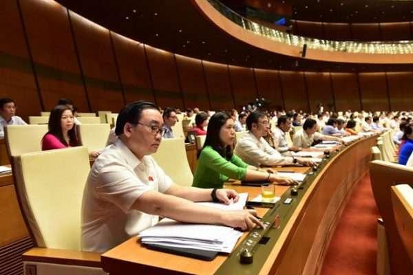 Đại biểu Quốc hội bấm nút thông qua Luật Kiến trúc